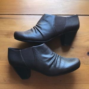 NWT Brown Leather Baretraps Booties